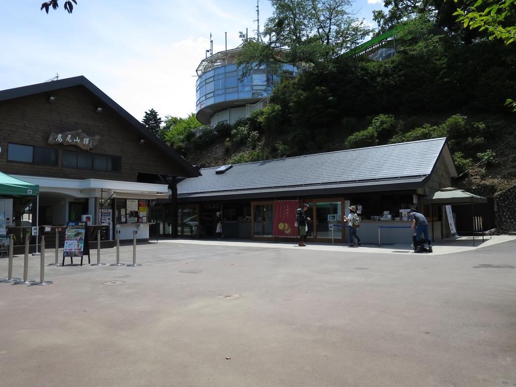 ケーブルカー上の駅