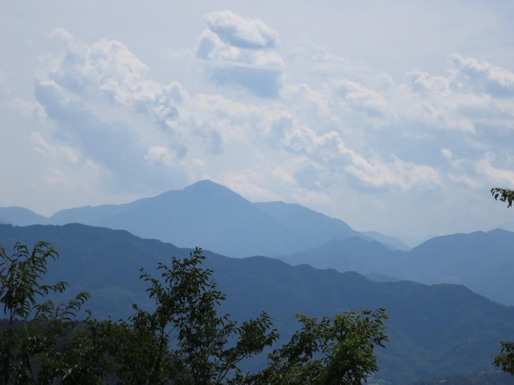 高尾山頂上付近の富士山方面眺望