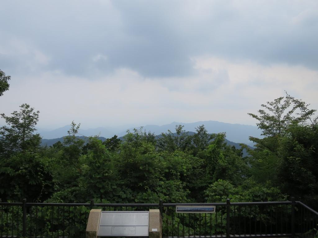 頂上からの山々眺望