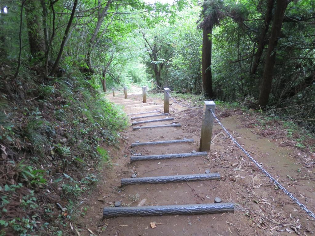 金毘羅台から降りる急な階段