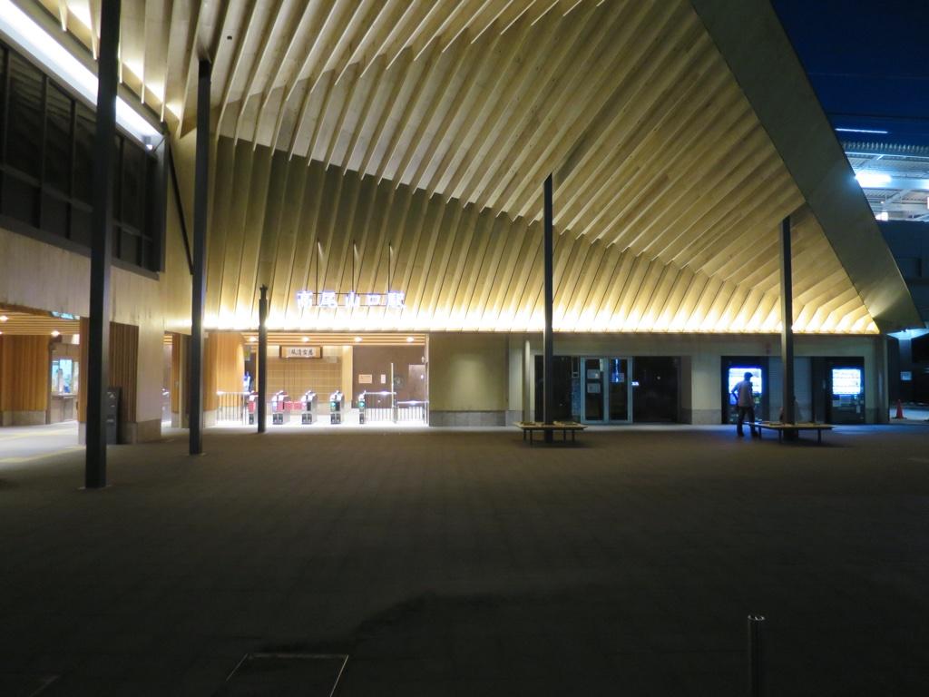 暗闇の高尾山口駅