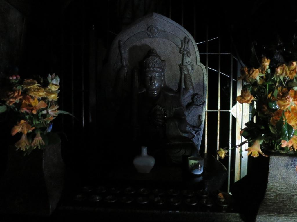 弁財天洞の仏像