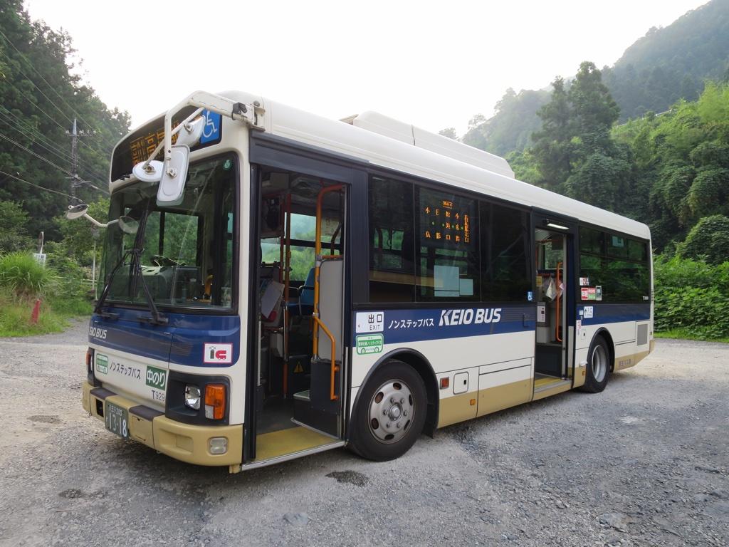 高尾山行のバス