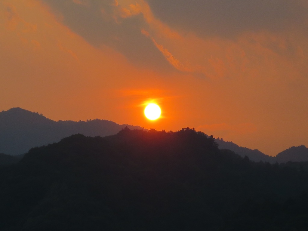 高尾山に沈む夕日