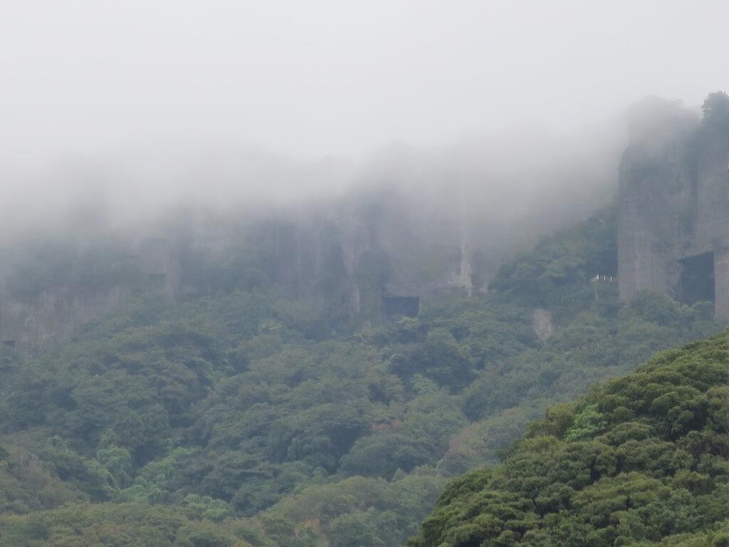 霧の中の鋸山