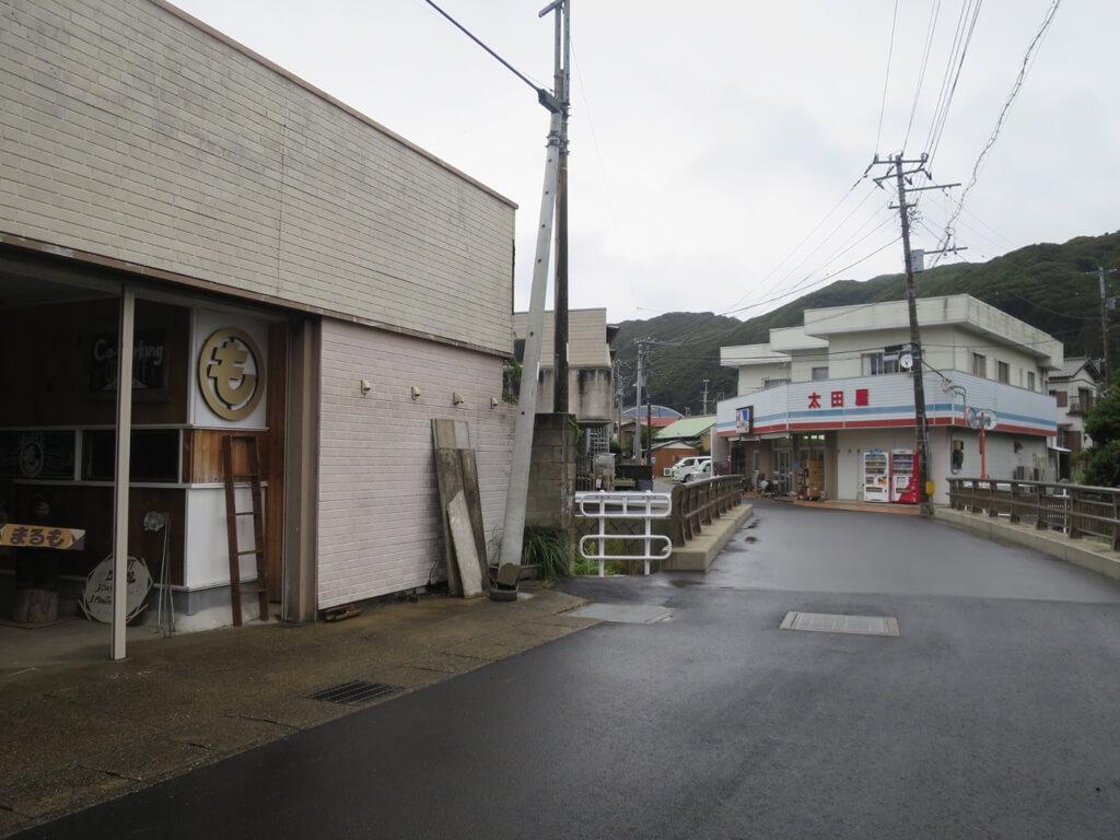 まるも入り口から見たスーパー太田屋