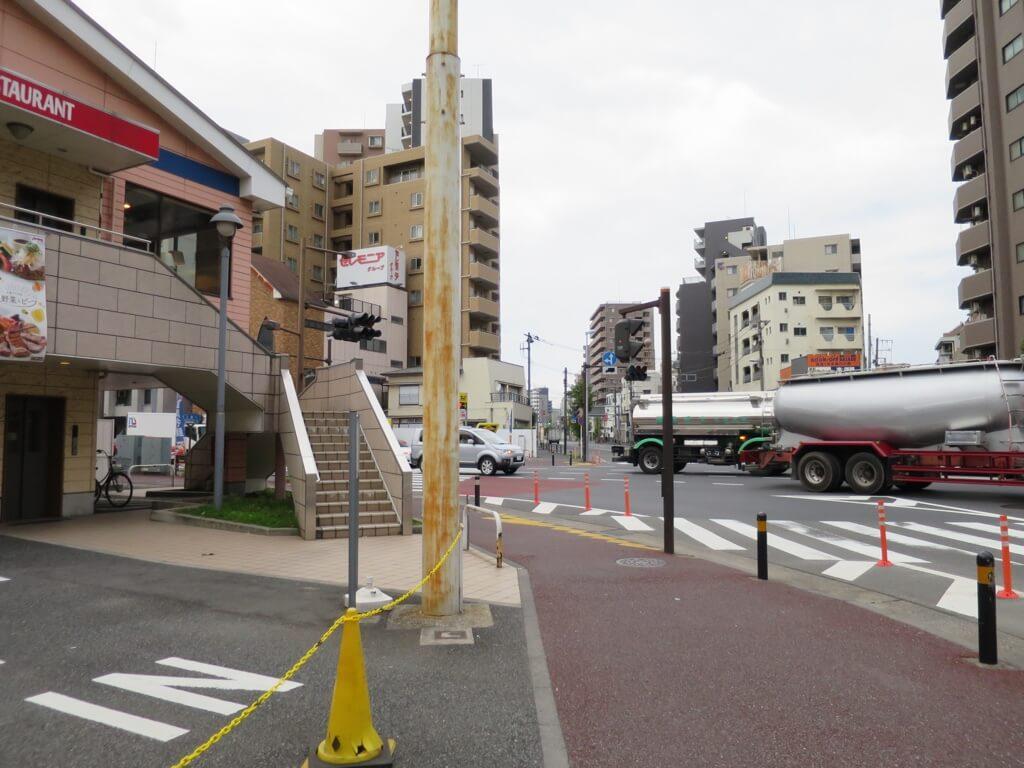 信号機の消えた交差点写真