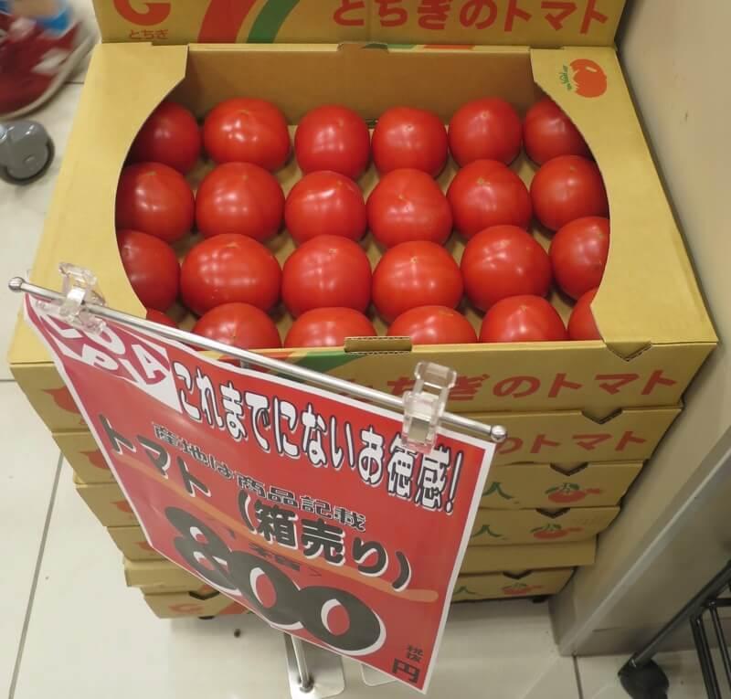 箱売りのトマト特売