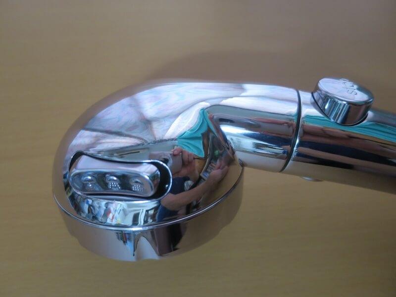 節水シャワーヘッド手元のスイッチ
