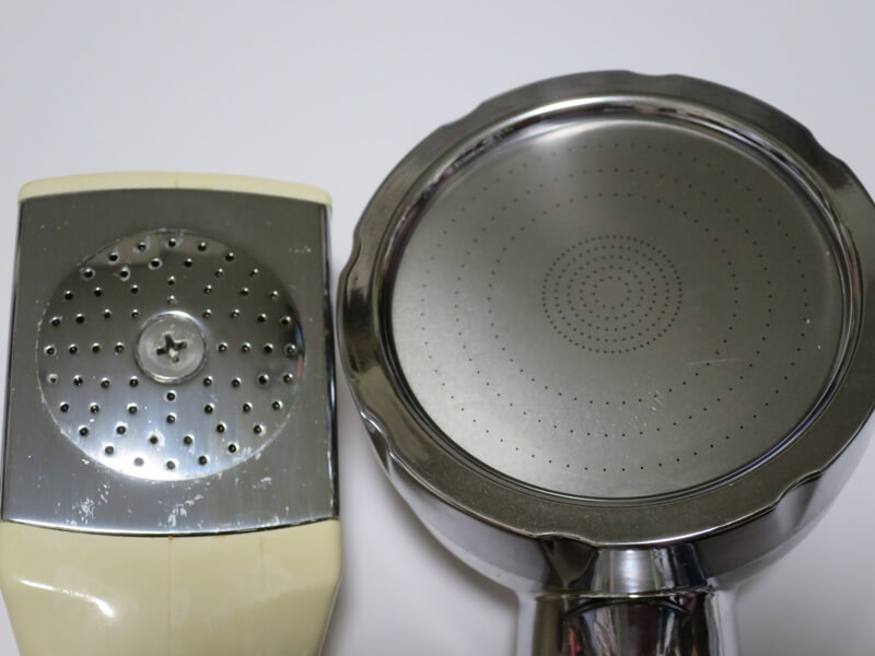 古いシャワーヘッドと節水シャワーヘッド