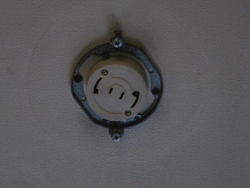 天井に付いている照明用コネクタ
